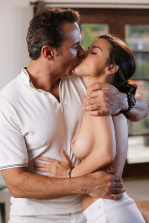 Kissing And Sex Pics
